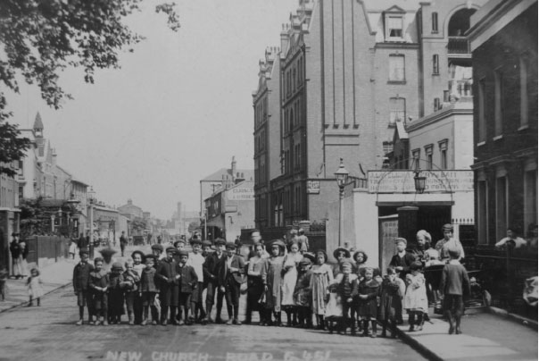 Photo of people in New Church Road, 1905