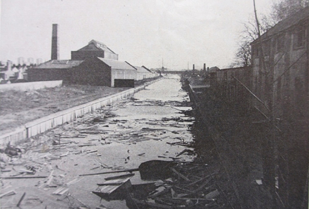 photo of Rawlings Factory on the Surrey Canal 1970s